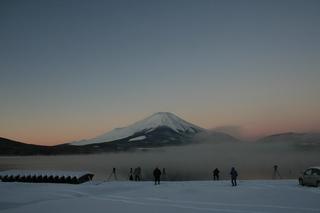 12月28日早朝の湖畔から1.jpg