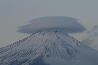 1月8日早朝の湖畔から傘雲.jpg