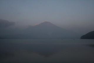 7月27日早朝の湖畔から.jpg