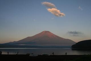8月31日早朝の湖畔から.jpg