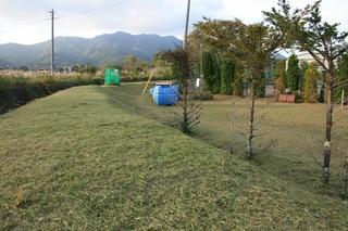 9月28日テニスコート草刈3.jpg